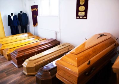 Trumny drewniane na pogrzeb dostępne w zakładzie pogrzebowym Funeral w Pułtusku