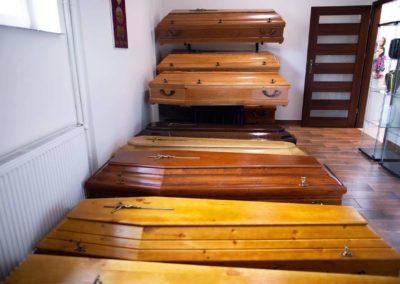 Trumny drewniane na pogrzeb dostępne w zakładzie pogrzebowym Funeral Pułtusk