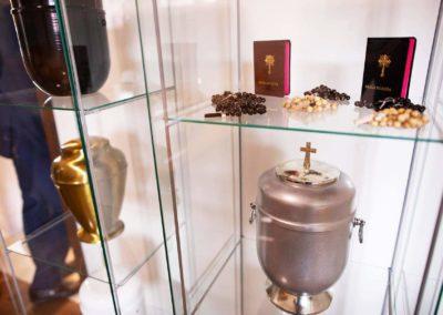 Urny, różańce i inne akcesoria pogrzebowe zakładu Funeral w Pułtusku